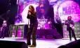 Na foto, o baixista Geezer Butler (esq), o cantor Ozzy Osbourne (ao centro) e o guitarrista Tony Iommi. Foto: Ross Halfinn / Divulgação
