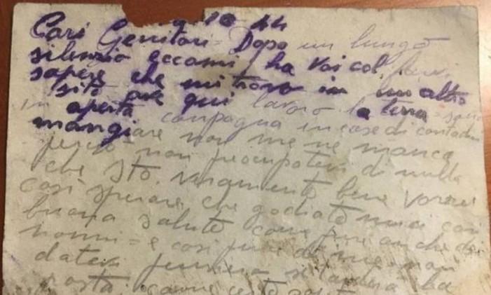 Postal encontrado por Valentina em uma rua de Como, na Itália. Foto: Valentina Romano