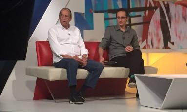 Carlos Alberto Torres ao lado de Marcelo Barreto durante o programa 'Seleção Sportv' Foto: Marcio Schmidt/Divulgação