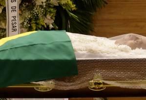 O corpo de Carlos Alberto Torres é velado na Barra da Tijuca Foto: Marcelo Theobald