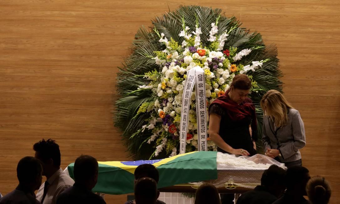 Corpo de Torres é velado na sede da CBF Marcelo Theobald / Agência O Globo