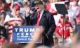 Candidato republicano, Donald Trump, discursa para simpatizantes em um evento de campanha em Sanford, na Flórida Foto: GREGG NEWTON / AFP