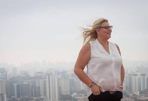 A executiva Meghan Stabler, a primeira transexual a ganhar um prêmio de 'Mãe que Trabalha', em São Paulo Foto: Marcos Alvez / Agência O Globo