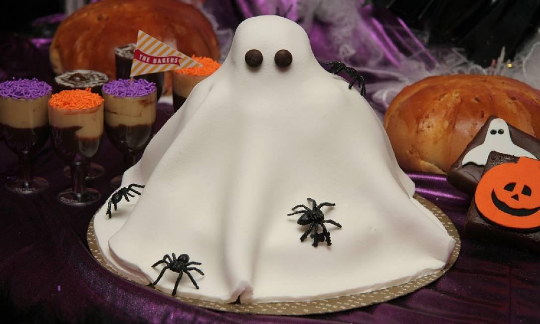 A Torta Teia de Aranha (torta de chocolate com brigadeiro decorada com uma aranha de chocolate é uma das opções temáticas da The Bakers Divulgação