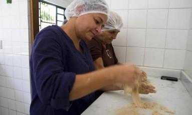 Cozinheirs do projeto Maré de Sabores Foto: Elisângela Leite / Divulgação