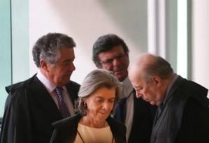 Ministros chegam para a sessão sobre desaposentação no Supremo Tribunal Federal Foto: André Coelho / Agência O Globo