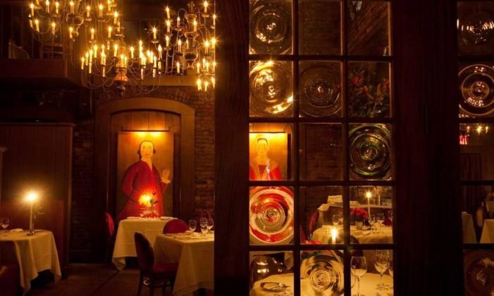 Salão do restaurante One if by Land, Two if by Sea, em Nova York Foto: Malcolm Brown / NYC & Company / Divulgação