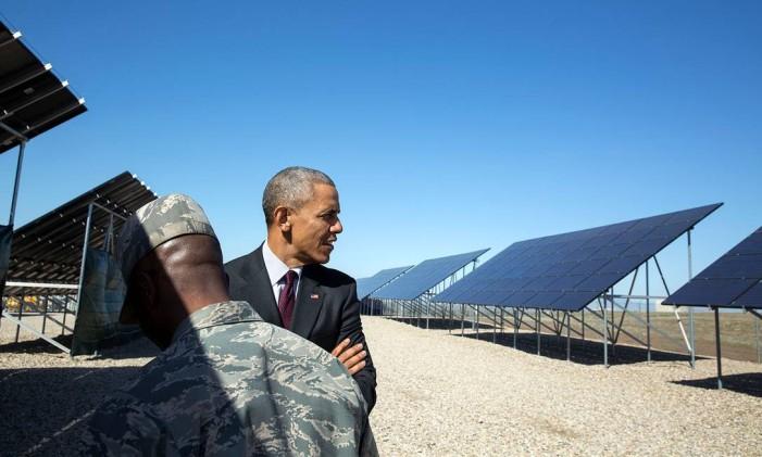 Obama confere painéis solares em base militar de Utah: presidente apoiou muito, durante o mandato, medidas a favor da energia limpa Foto: Pete Souza / The White House
