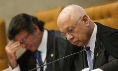 Os ministros Luiz Fux e Teori Zavascki durante sessão de julgamento da chamada desaposentadoria Foto: ANDRE COELHO / Agência O Globo