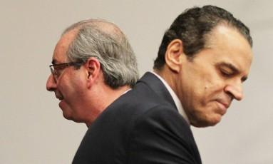 O deputado cassado Eduardo Cunha e o ex-ministro Henrique Eduardo Alves juntos em setembro na Câmara Foto: Aílton de Freitas / Agência O Globo / 23-9-2015
