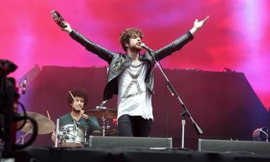 Luke Pritchard em show do The Kooks no Lollapalooza Brasil, em 2015 Foto: Divulgação/Mila Maluhy