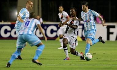 Andrezinho lança a bola em São Januário Foto: Guilherme Pinto
