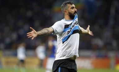 Douglas comemora o segundo gol do Grêmio nos 2 a 0 sobre o Cruzeiro, no Mineirão Foto: Divulgação - Grêmio