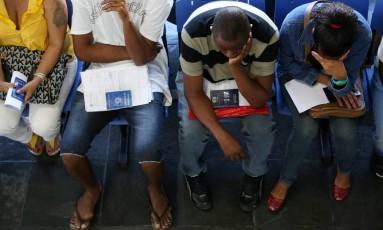 Fila do desemprego só aumenta Foto: Custódio Coimbra / Agência O Globo