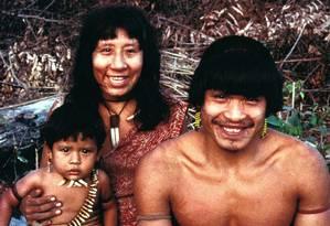 Os Uru Eu Wau Wau são conhecidos por tatuarem o contorno de seus lábios com jenipapo, uma tinta preta feita da fruta amazônica Foto: Fiona Watson/Survival (1991)