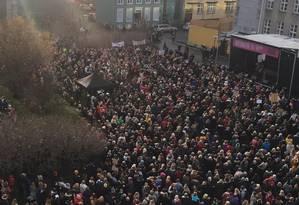 Mulheres fizeram greve, nesta segunda-feira, contra a disparidade salarial entre homens e mulheres na Islândia Foto: Reprodução / Twitter