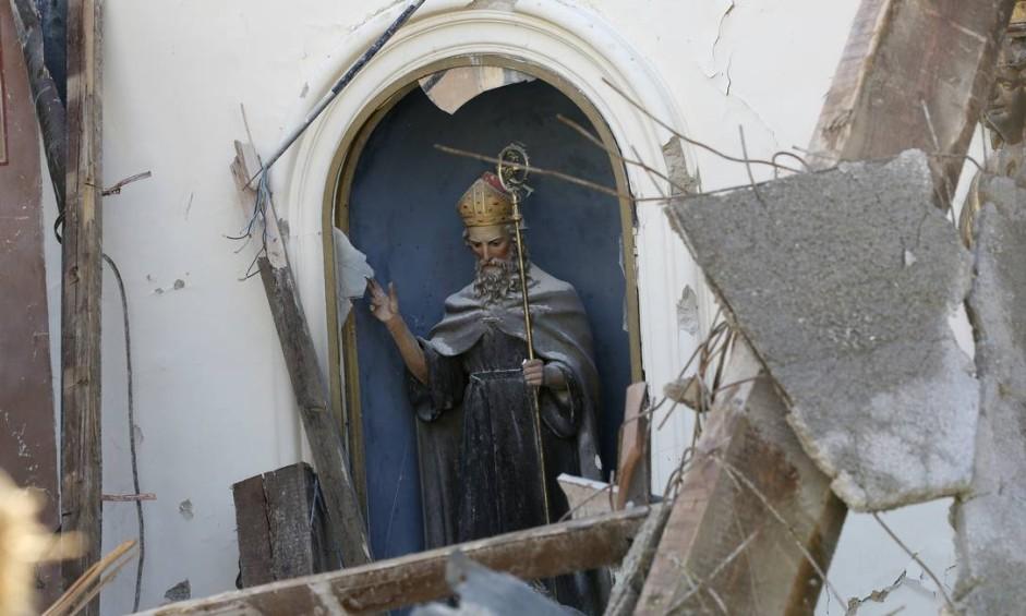 Igreja do século XIV da cidade de Visso, na região central da Itália, ficou parcialmente destruída por terremoto Foto: Alessandra Tarantino / AP