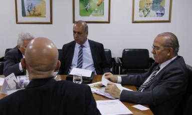 O governador licenciado do Rio Luiz Fernando Pezão, em encontro com o ministro da Casa Civil, Eliseu Padilha Foto: Jorge William / Agência O Globo