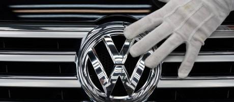 Emblema da VW Foto: RALF HIRSCHBERGER / AFP