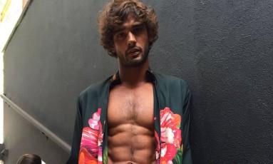 Marlon Teixeira nos bastidores da São Paulo Fashion Week Foto: Gilberto Júnior