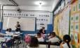 Debate na aula. Na escola municipal Frederico Eyer, as crianças tiveram encontros com a pedagoga Janaína, do Pequenos Grandes Escritores
