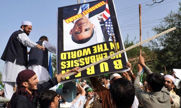 Militantes sunitas paquistaneses protestam contra os EUA em 2012 Foto: A. MAJEED / AFP