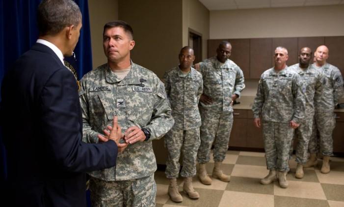 Obama conversa em 2012 com militares em base de El Paso, em celebração pelo fim da guerra no Iraque, dois anos antes Foto: Pete Souza / White House