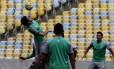 Fluminense fez reconhecimento do gramado do Maracanã na quinta-feira Foto: Nelson Perez