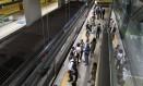 Passageiros esperam metrô na Linha 4 Foto: Alexandre Cassiano / Agência O Globo