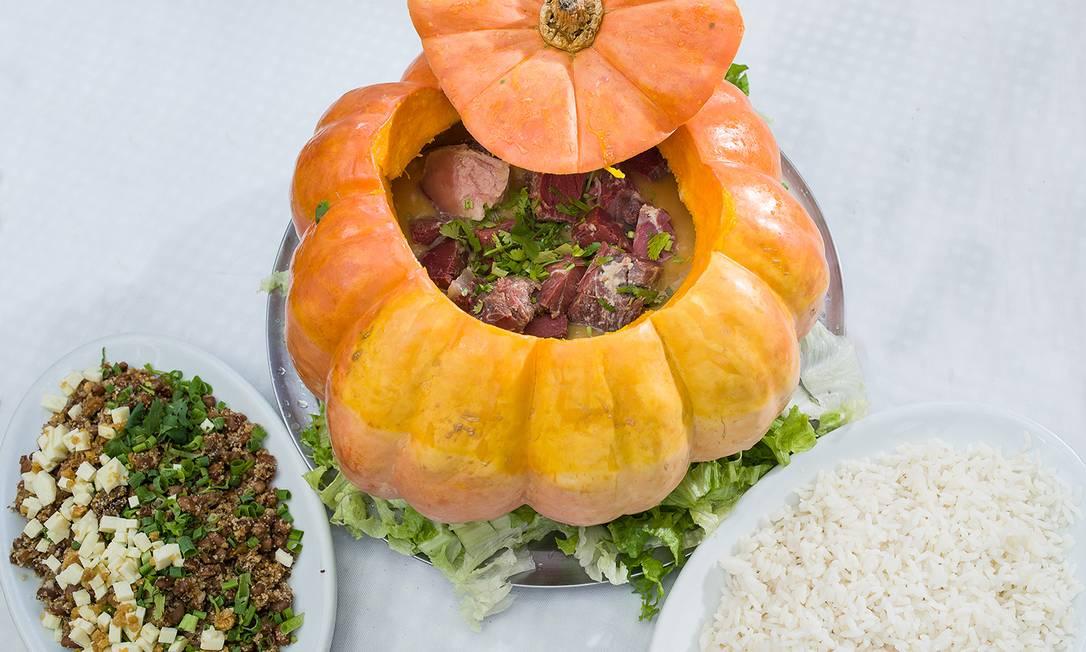Baião de Dois. A carne seca com abóbora na moranga é servida com molho de tomate ou catupiry (R$ 90,93 para duas pessoas) André Coelho / Divulgação