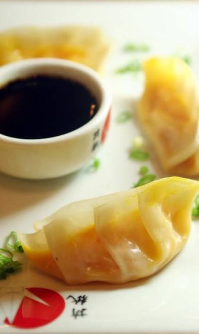 Origami. A guioza de camarão com abóbora e catupiry (R$25) é a criação do , O chef japonês Noriaki Fujii Daniela Conti / Divulgação