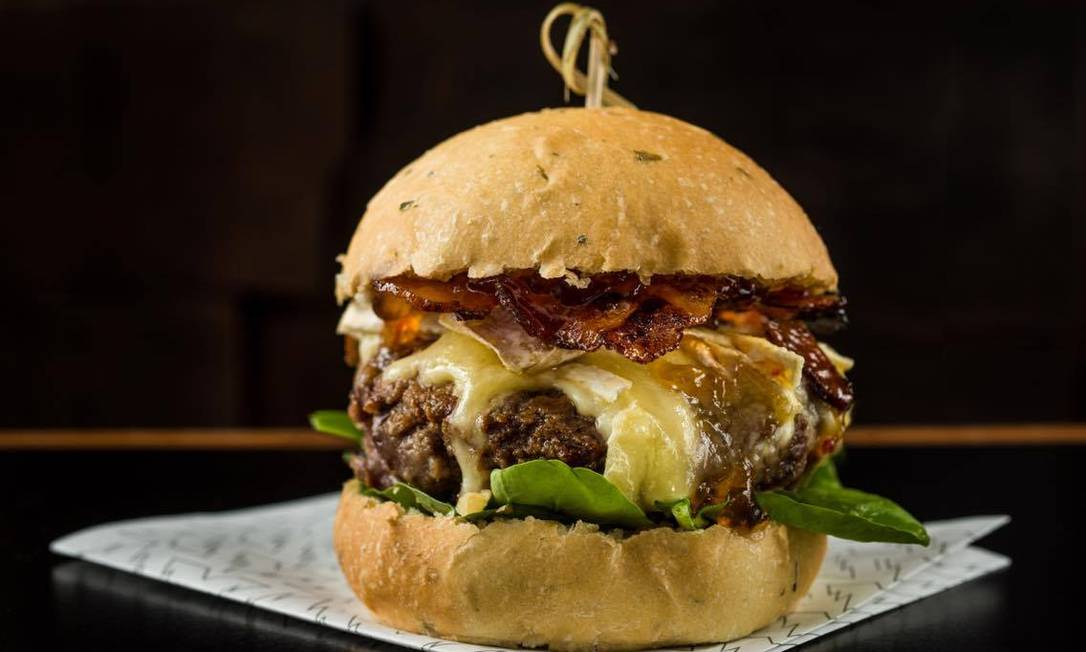 Caverna. Com um blend especial de carne e pães artesanais, os hambúrgueres mudam toda semana Divulgação