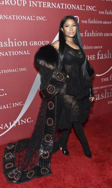 Entusiastas da moda se reuniram para um festão na noite de quinta-feira, em Nova York. A noite de gala do Fashion Group International reuniu famosos como Nicki Minaj em Nova York Evan Agostini / Evan Agostini/Invision/AP