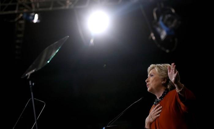 Hillary Clinton fala em comício na Carolina do Norte, EUA Foto: JUSTIN SULLIVAN / AFP