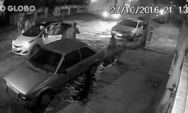 Dois homens foram assaltados por bandidos armados Foto: Reprodução