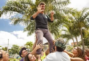O candidato pelo PSOL, Marcelo Freixo, fez caminhada em Madureira neste sábado Foto: Daniel Marenco / Agência O Globo