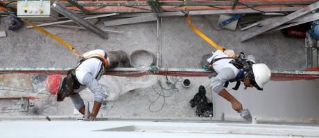 Predios em construção em Jacarepaguá Foto: Custódio Coimbra / Agência O Globo
