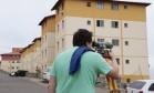 Técnicos vistoriam prédios de condomínio Minha Casa, Minha Vida Foto: Thiago Freitas / Agência O Globo