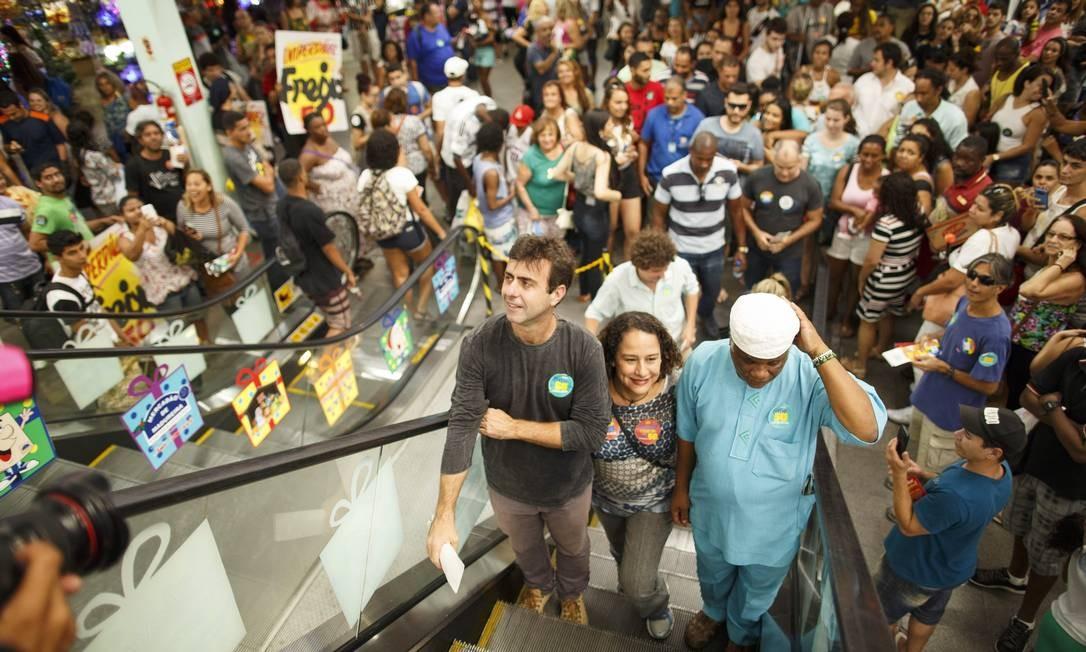 Freixo percorreu a feira de Honório Gurgel, o Parque de Madureira e o Mercadão Foto: Daniel Marenco / Agencia O Globo / Agência O Globo