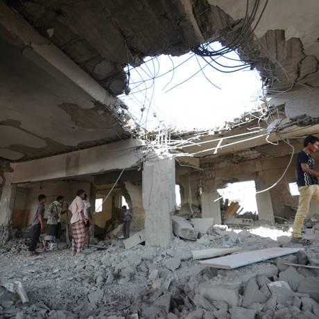 Ataque saudita atingiu complexo de segurança e prisão na cidade portuária de Hodeidah, no Iêmen Foto: ABDULJABBAR ZEYAD / REUTERS