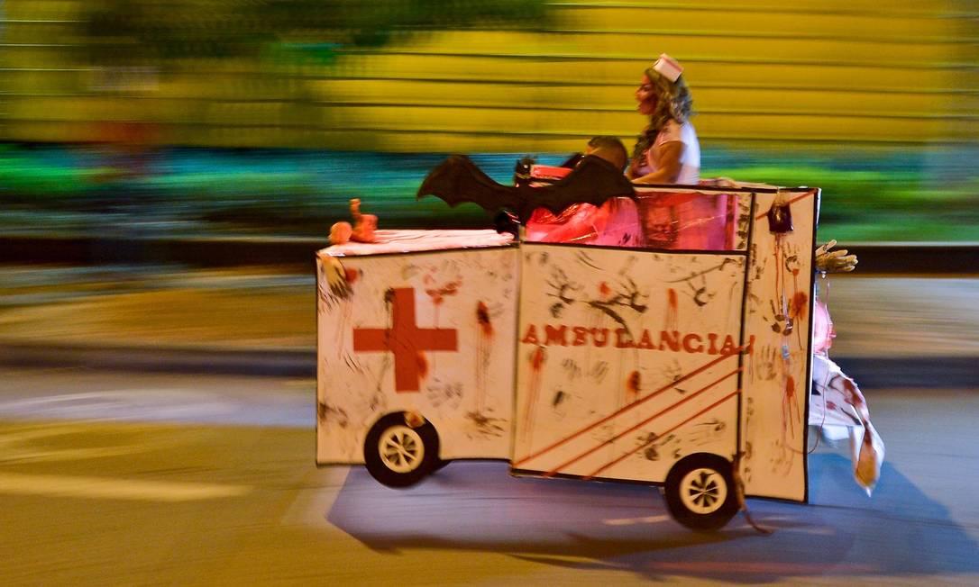 """""""Festa de Moto-Halloween"""" ao longo das ruas de Cali em 29 de Outubro de 2016 LUIS ROBAYO / AFP"""