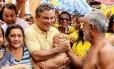 Zenaldo Coutinho (PSDB) cumprimenta eleitores: prefeito tucano foi reeleito em Belém, uma das sete capitais que o partido governará a partir de 2017