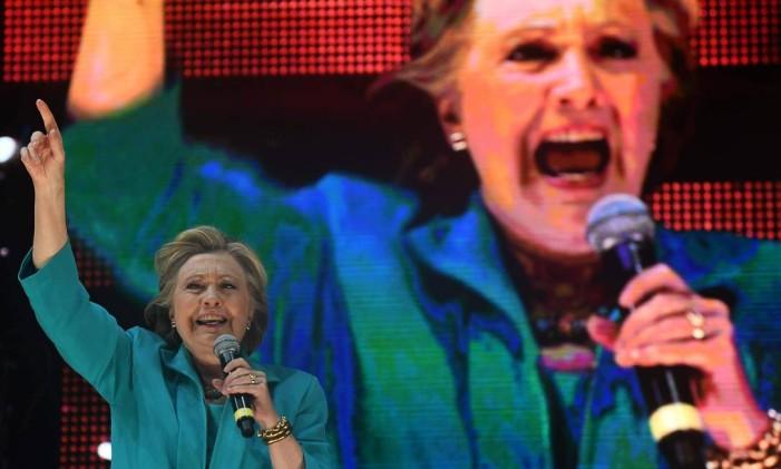 Hillary Clinton fala em comício em Miami, na Flórida: caso em debate na CNN e nova investigação do FBI sobre e-mails afetam eleitorado Foto: AFP/29-10-2016