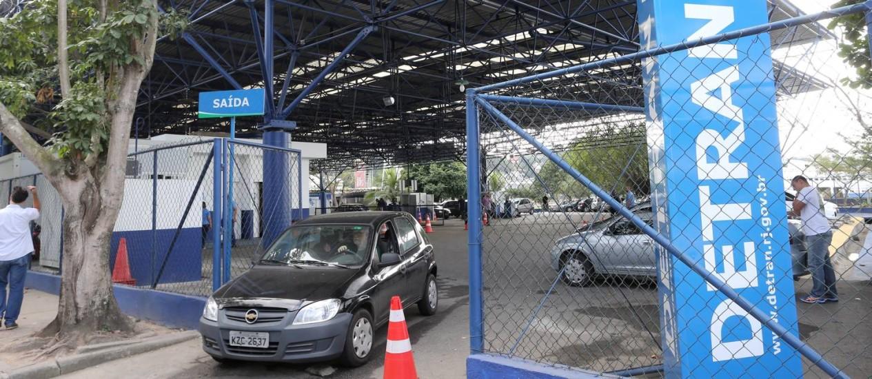 Posto do Detran no Cocotá, na Ilha do Governandor- 12/06/2015 Foto: Guilherme Pinto / Agência O Globo