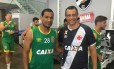 Alexandre Torres posa com o capitão Rodrigo