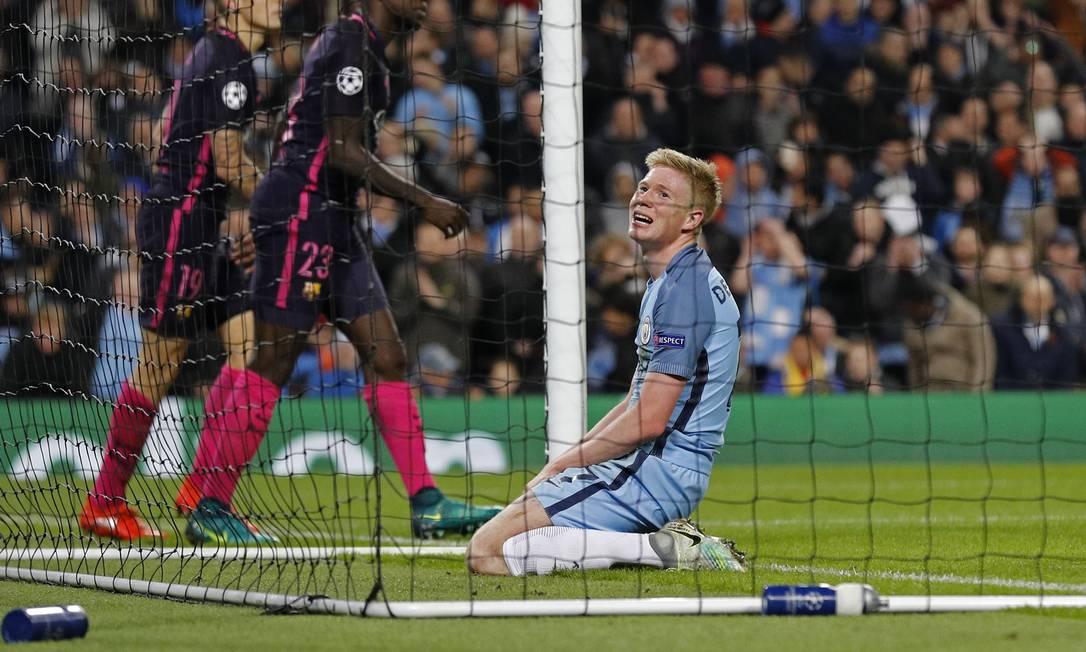 De Bruyne lamenta chance desperdiçada contra o Barcelona Darren Staples / REUTERS
