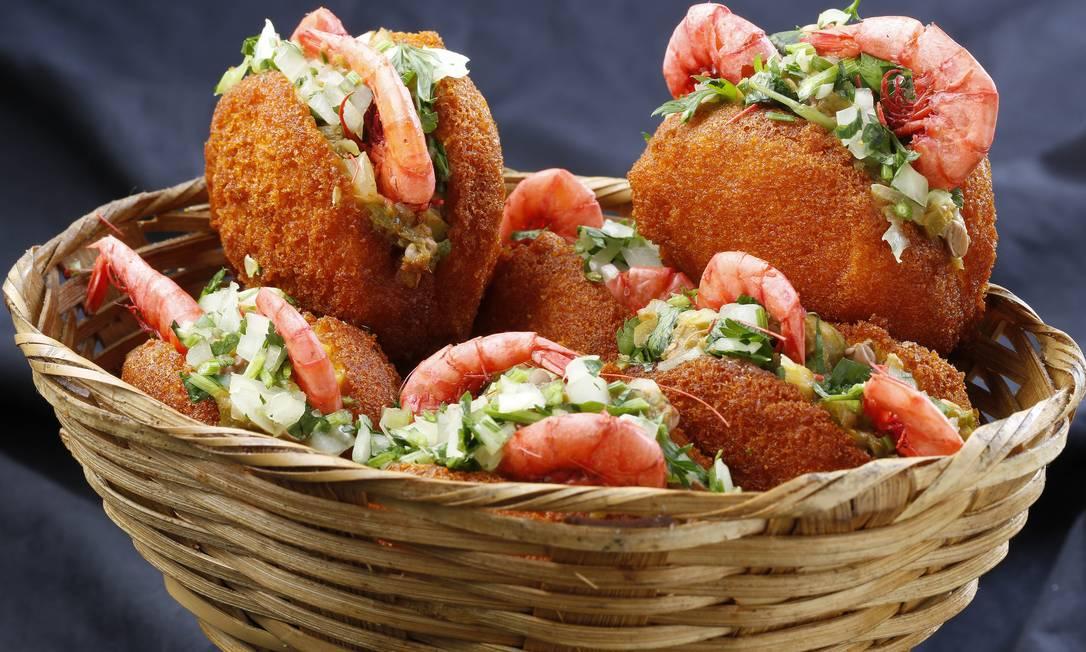 Jeitão da Baiana. A especialidade do boteco são os miniacarajés de feijão fradinho à base de gengibre e canela e são servidos com camarão seco, vatapá e caruru Divulgação