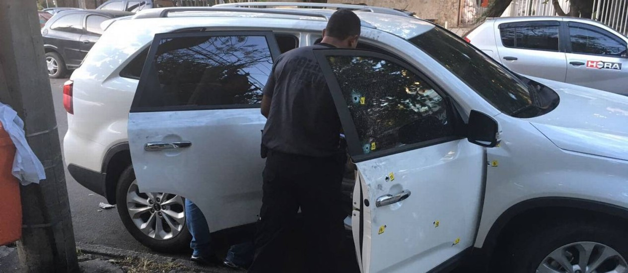 Carro da dentista Priscila Nicolau, com marcas dos 17 tiros Foto: Polícia Civil / Divulgação