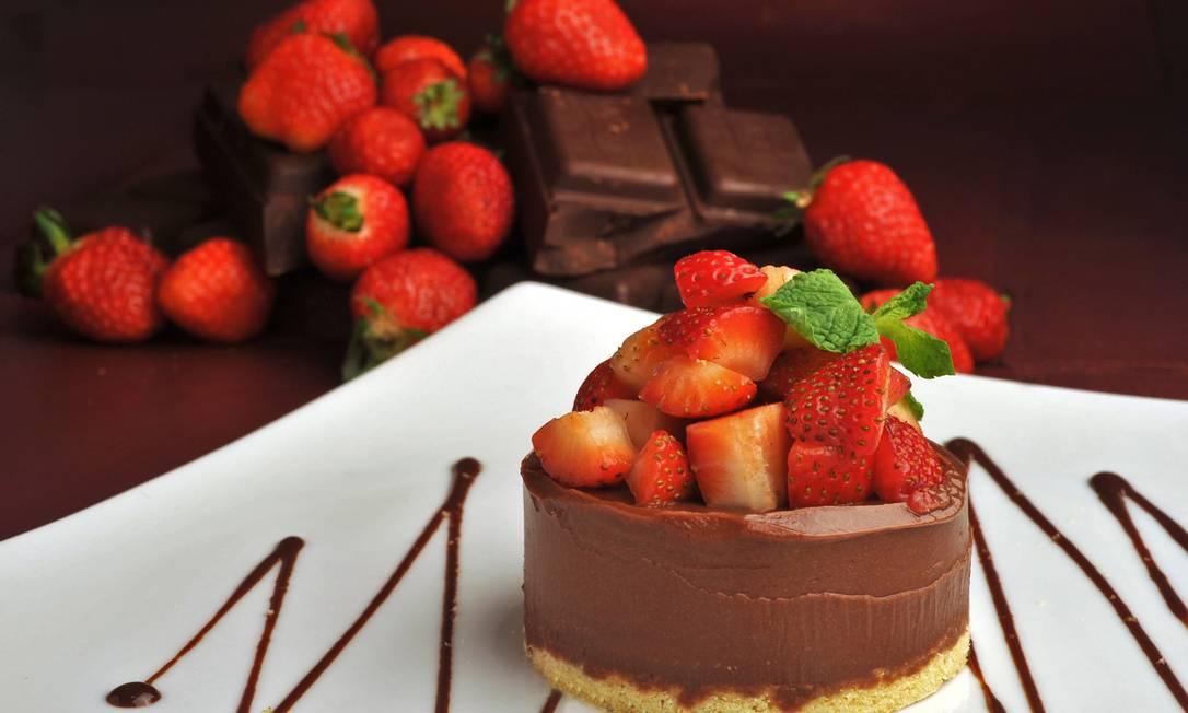 Quadrucci. Fondant de chocolate belga em biscoito crocante com morangos frescos (R$29) Adriana Lorete / Divulgação