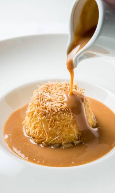 Laguiole. Pudim de tapioca com coco, tartare de abacaxi em infusão de especiarias, e calda de doce de leite (R$ 28) Tomas Rangel / Divulgação